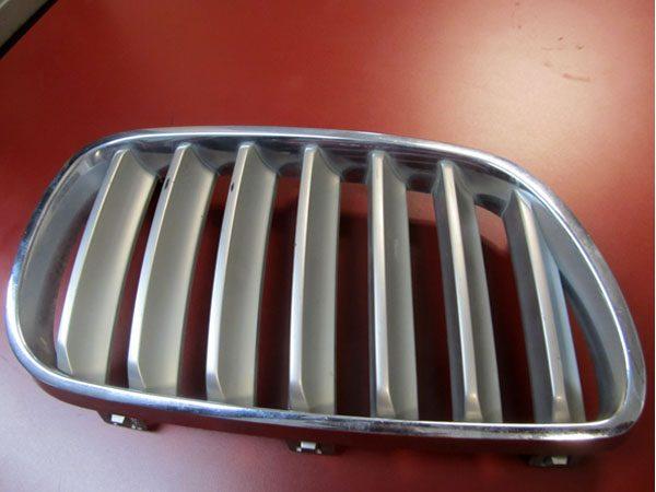 Rejilla de Adorno Delantera Derecha BMW E83 LCI OEM NO 51113420088-0